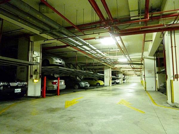 地下停車場2