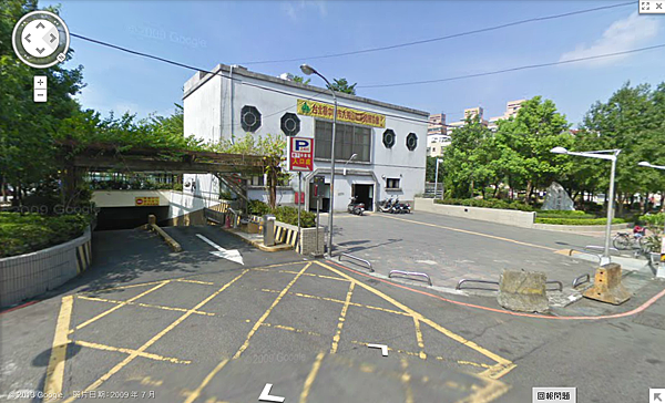 秀山公園地下停車場出口照片
