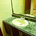 一樓公共衛浴的洗手台
