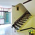 一樓樓梯間及一樓玄關