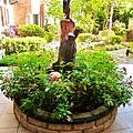 在社區中庭中間的花圃.PNG
