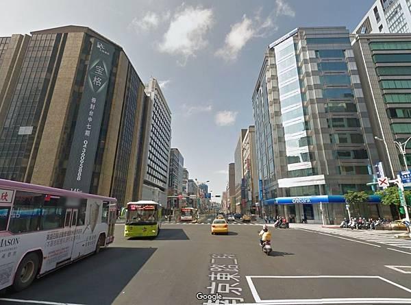 台北市的金融重鎮南京東路街景.JPG