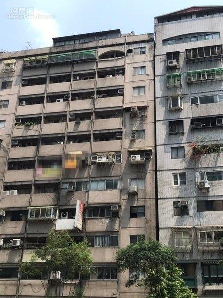 921震災傾斜至今無法都更 富貴角大樓住戶盼改貼紅單.jpg