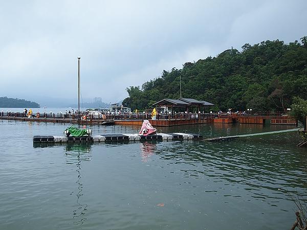 纜車站的碼頭,這裡可以包遊湖船