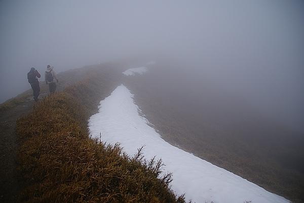 沿途還有很多積雪