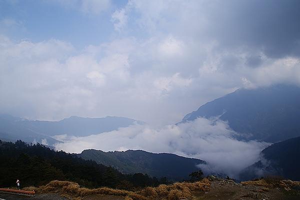 雲霧突然散開