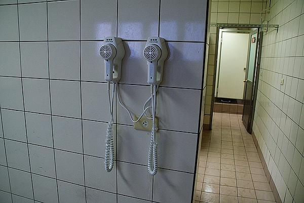 公共浴室有吹風機