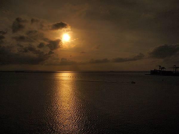 74.那霸港的黃昏.jpg