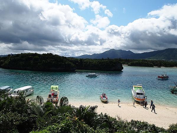 12.石垣島最有漂亮的川平灣,有點像下龍灣的fu.jpg