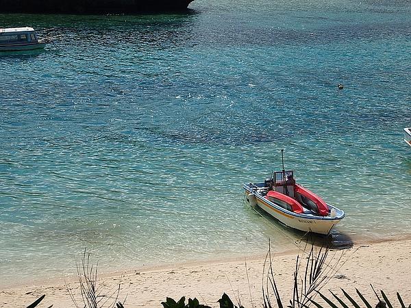 13.乾淨的海灘清澈的海水.jpg