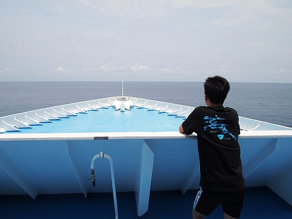 04.到船頭看海吧.jpg