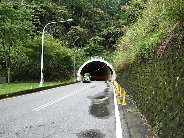 這裡接上公路,這是往水社碼頭的水社隧道