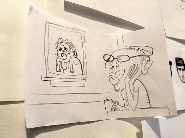 這張插畫正是同事畫他下班後,在家享受看獨居老太太哭泣來找尋靈感的模樣。(張永翰提供)2016.03.16