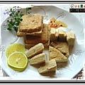 油炸後金黃酥嫩的熟臭豆腐(外酥內軟)