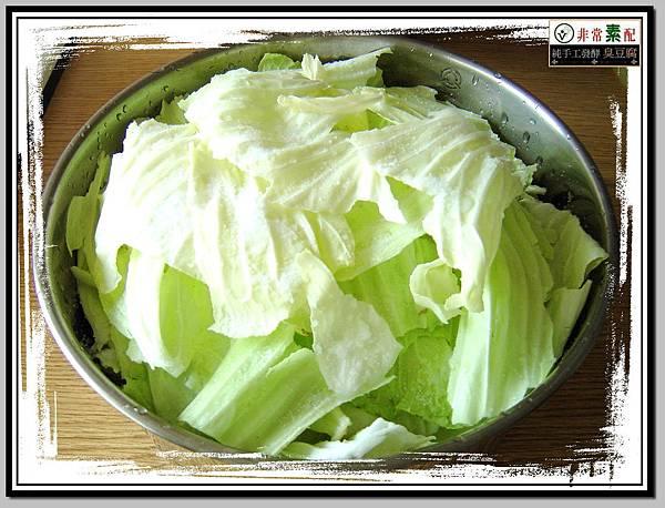 灑上鹽巴醃漬的高麗菜