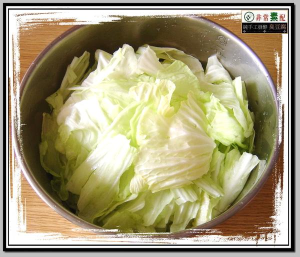 鹽巴醃漬一段時間後的高麗菜