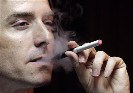 最新香菸漲價價錢,癮君子就順便戒菸吧,2013稅捐雙漲年底一包貴25元 (二手煙,菸害防制法修法,吸抽菸,空氣污染,吃喝嫖賭,尼古丁,菸焦油,致癌物)