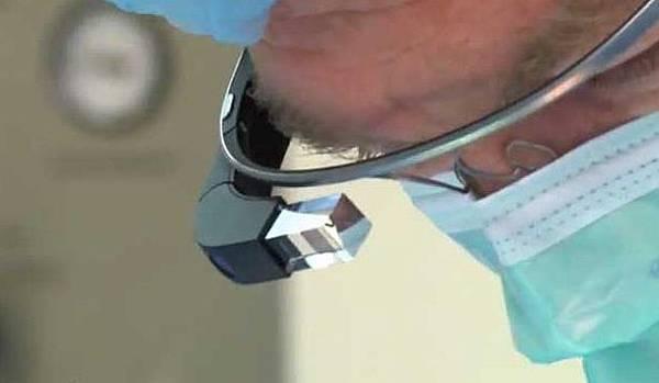 醫生透過谷歌眼鏡 Google Glasses 傳送記錄手術過程,醫學醫療技術教學應用 (功能,price,價格,Youtube,開箱文,售價,teardown,原理,上市,供應鏈,恐傷視力,拍攝影片,求婚,產品,Apple iWatich,Dr.Christopher Kaeding)