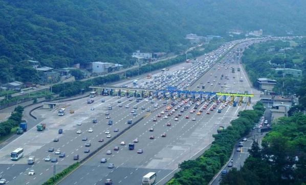 國道高速公路最新計程收費試算預定上路小型車(1.2元)大型車(1.5元)聯結車(1.8元)(收費站,收費員,中秋,清明,時間,國道1號,國道3號,每日優惠里程,20公里)