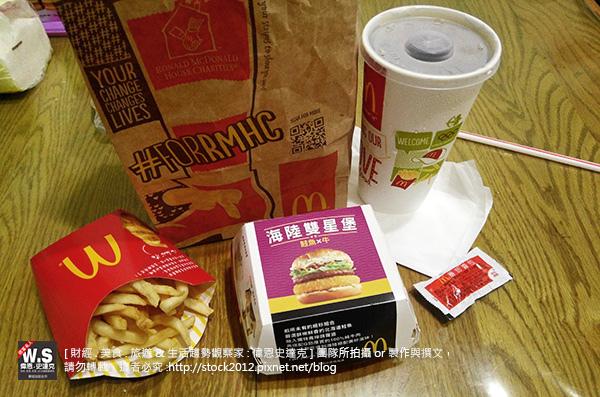 [食記] 麥當勞海陸雙星堡試吃,搭配優惠卷買一送一特價 McDonald 新口味牛肉漢堡加鮭魚排 (早餐,超值午餐,兒童餐,外送電話,服務,價目表,鬧鐘,APP,熱量,大麥克)