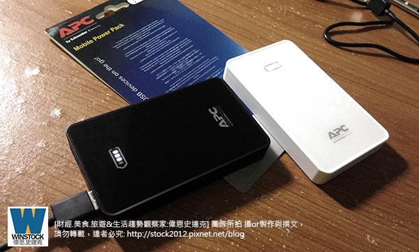 [開箱] 推薦 apc 行動電源 M5BK,M5WH,施耐德電機品牌,高CP值充電性能穩定 (評價,心得,飛機,額定容量,價格,ptt,Schneider,USB Mobile Power Pack)