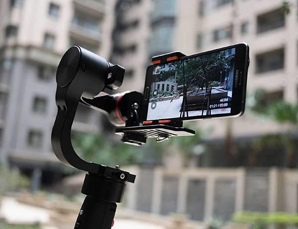 開箱自拍桿 selfie stick,3C自拍神器,推薦自動校正防手震腳架,最新三軸電控穩定器,Pilotfly H1特價優惠 (按快門,哪裡買,手機,團構,funnygo,陀螺儀,派立飛,ban)