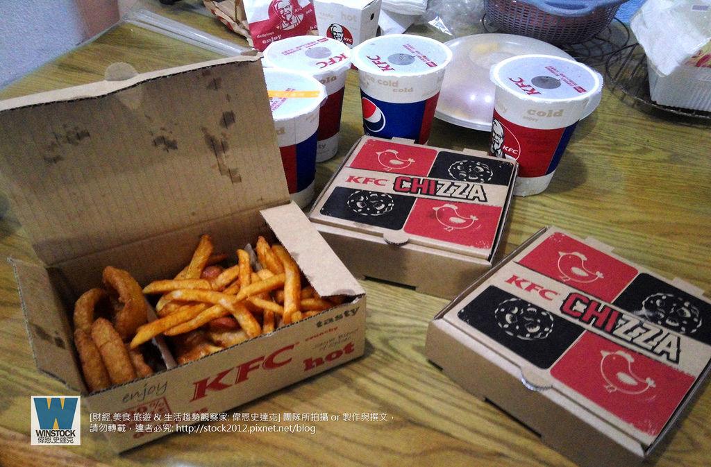 肯德基 KFC 披薩炸雞,披薩雞腿排,CHIZZA,體驗食記評價: 搭配網路訂餐優惠,送卡啦脆雞和勁爆雞米花大份 (外送,早餐,蛋塔,悠遊卡,24小時)1
