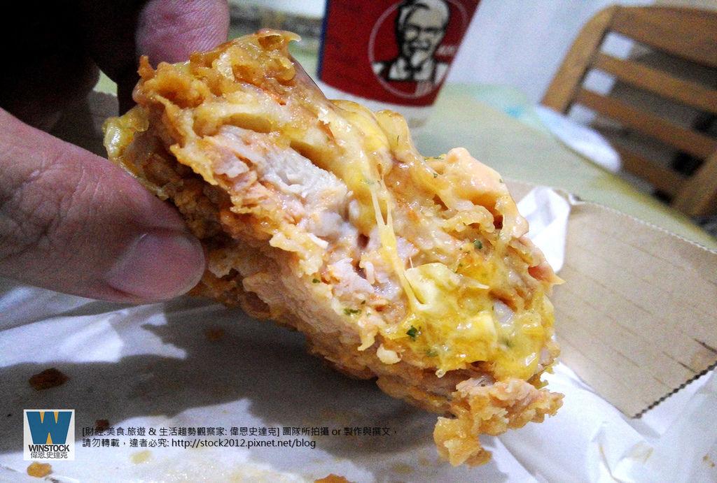 肯德基 KFC 披薩炸雞,披薩雞腿排,CHIZZA,體驗食記評價: 搭配網路訂餐優惠,送卡啦脆雞和勁爆雞米花大份 (外送,早餐,蛋塔,悠遊卡,24小時)6
