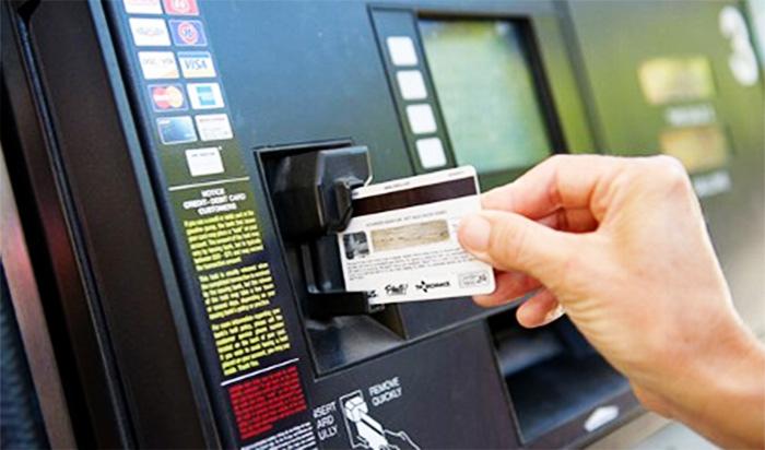 信用卡加油優惠推薦比較2016,2017,最新最划算現金回饋銀行大洗牌 (中油,全國,台塑,國泰世華,盜刷,自助加油,聯邦全國加油站聯名卡,Visa金融卡)