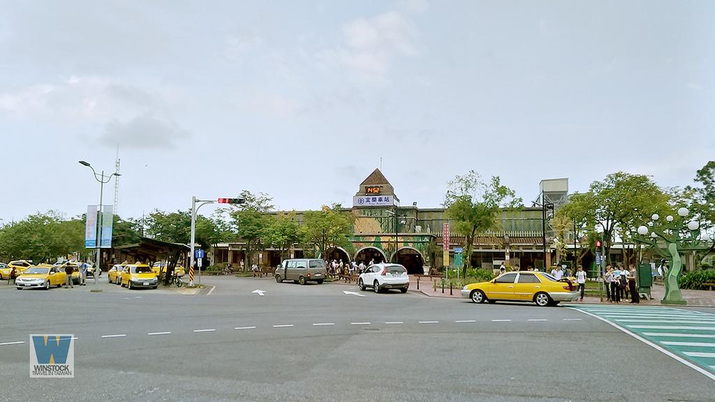 宜蘭景點旅遊推薦,幾米公園廣場,充滿吉米插畫場景的拍照與創意天地 (飛天火車,向左走向右走,火車站)