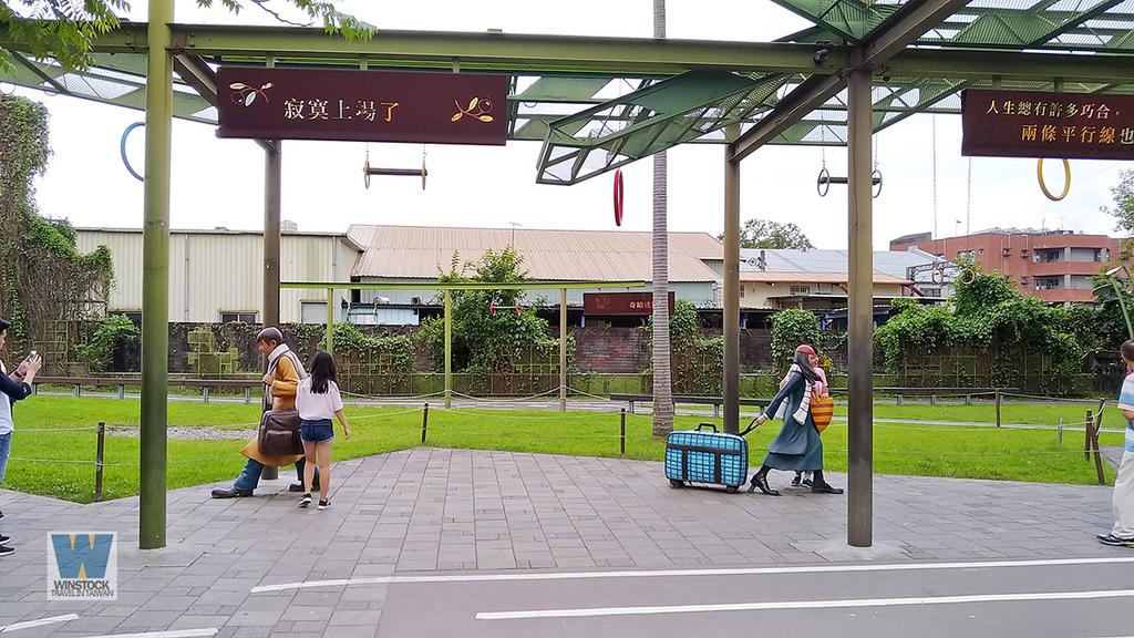 宜蘭景點旅遊推薦,幾米公園廣場,充滿吉米插畫場景的拍照與創意天地 (向左走向右走,火車站) (15)