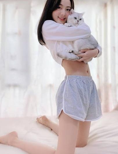 正妹與貓 4.jpg