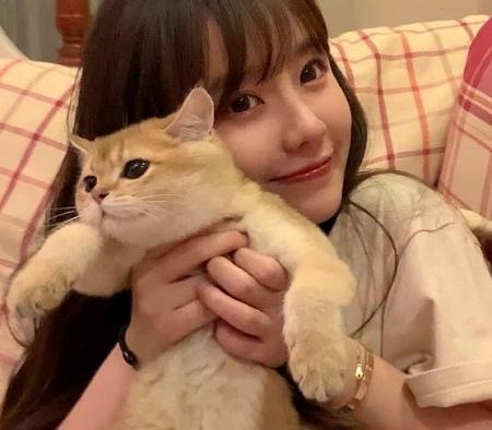 正妹與貓 1.jpg