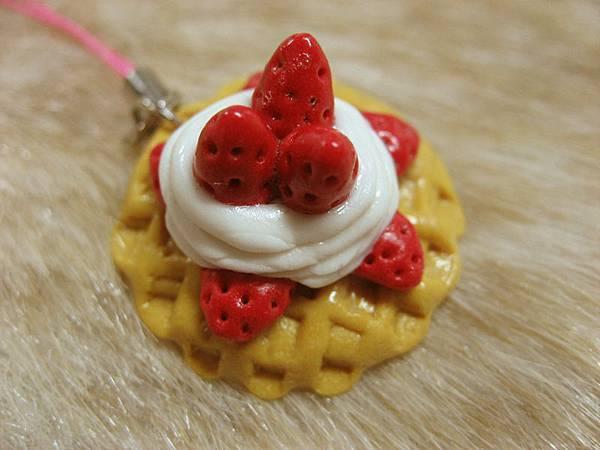 草莓鮮奶油鬆餅_手機吊飾