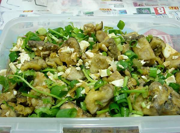 灑上蔥花和切碎的香菜