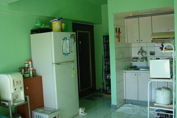 客廳和廚房.JPG