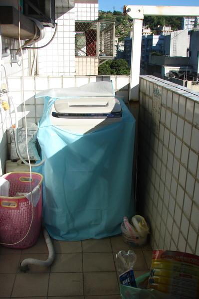 落地窗外的小陽台.jpg