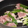 炒熟肉片and爆香蔥段1