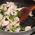 炒熟肉片and爆香蔥段2