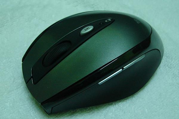 開箱後-滑鼠側拍
