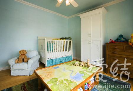 玩具和衣物分門別類整理,房間十分整潔