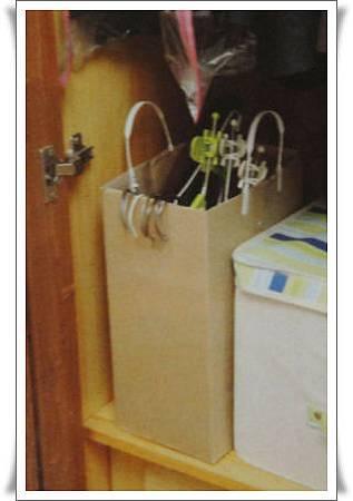 p89用箱子製成的衣架保管盒