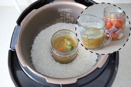 擺在飯鍋裡--飯+小菜.jpg
