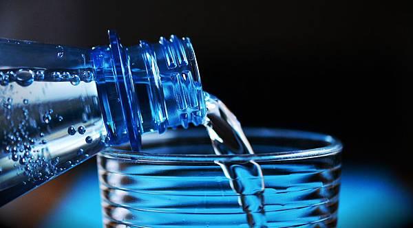 bottle-2032980_1920.jpg