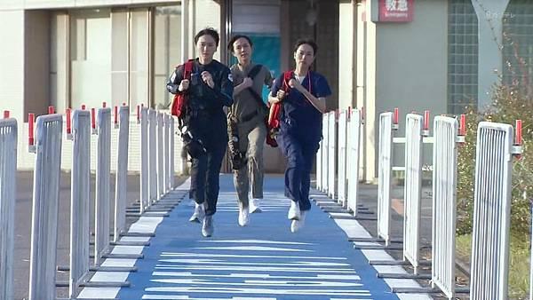 Code Blue -急救直升机-.Code.Blue.Doctor.Heli.Kinkyu.Kyumei.S03E01.Chi_Jap.HDTVrip.1280X720-ZhuixinFan_20177271414.JPG