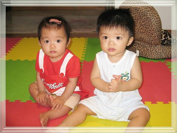 twins一歲了.jpg