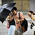 [時事]颱風假,為什麼服務業卻還是要照常上班?─作者/魯皓平