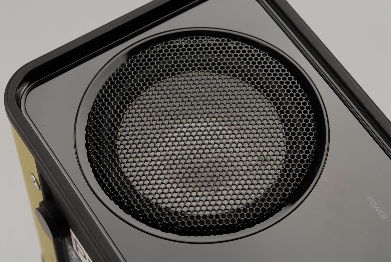橢圓型低音反射孔