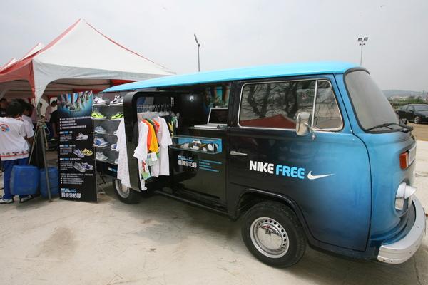Nike足態分析車 1.JPG