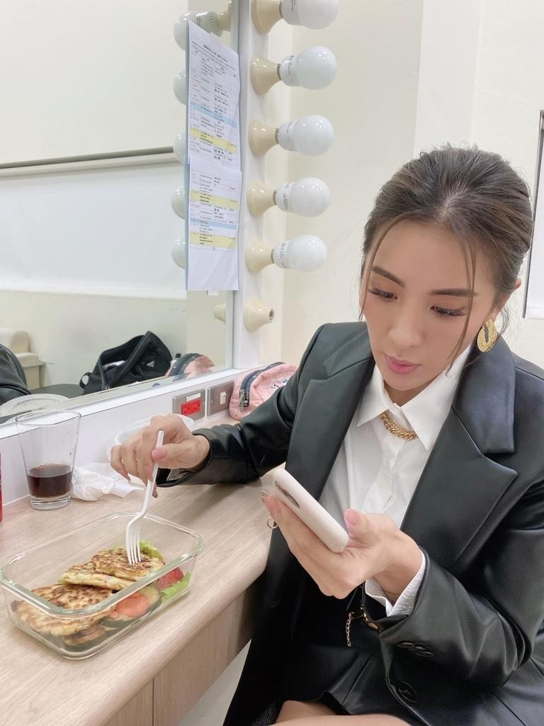 藝人小禎(胡盈禎)近期在臉書上分享 美味油煎「體脂管理食譜」.jpg